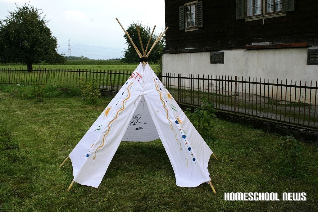 ein tipi selber machen homeschool blog. Black Bedroom Furniture Sets. Home Design Ideas