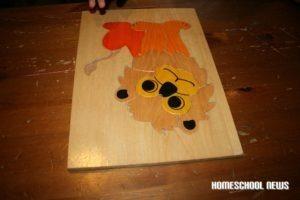 Löwen-Holzpuzzle, Bernice Zieba, Homeschool News