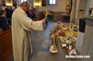 Ostereiersegnung in der Kirche