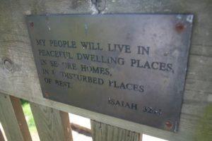 Mein Volk wird an einer Stätte des Friedens wohnen, in sicheren Wohnungen, an stillen und ruhigen Plätzen.